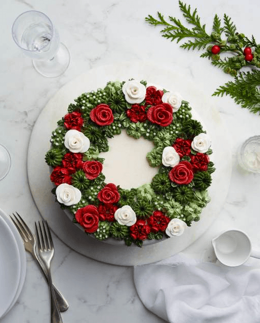 Russian piping christmas cake decoration